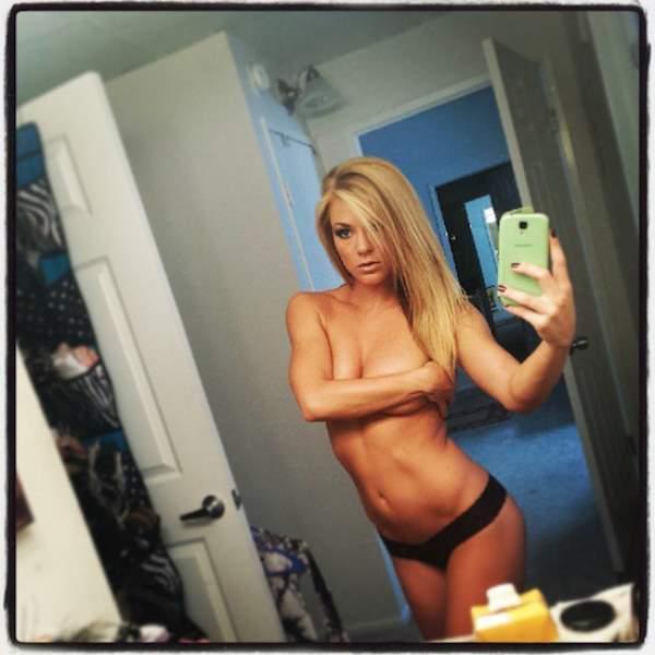 Nikki Leigh Topless